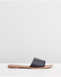 SPURR - ICONIC EXCLUSIVE - Tiona Slides
