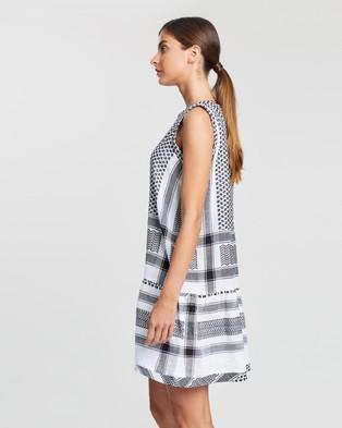 Cecilie Copenhagen Dress 2, O, No Sleeves - Dresses (Black & White)