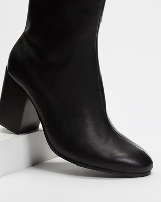 AERE Soft Leather Block Heel Ankle Boots - Boots (Black Leather)