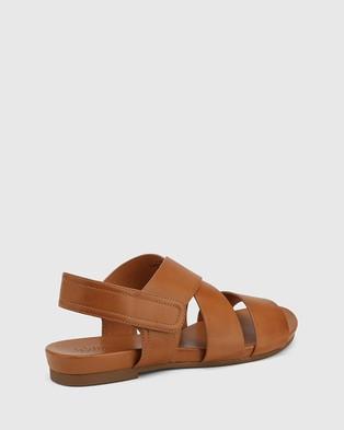 Wittner Leena Leather Open Toe Flat Sandals - Sandals (Tan)