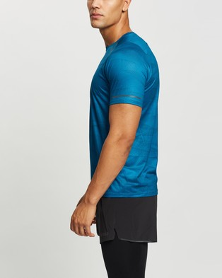 2XU - Light Speed Running Tee Short Sleeve T-Shirts (Linear Aquamarine & Black Reflective)