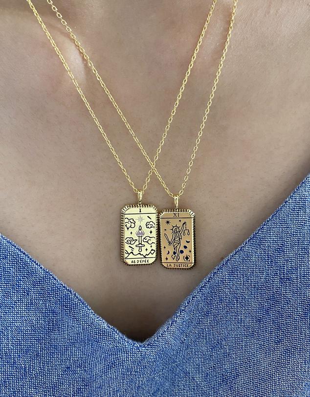 Women As D'épée Gold Tarot Necklace