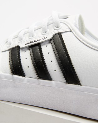 adidas Originals Seeley XT   Unisex - Lifestyle Sneakers (Cloud White, Core Black & Mgh Solid Grey)