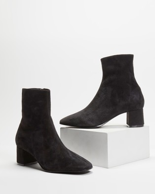 Atmos&Here - Venus Leather Ankle Boots (Black)