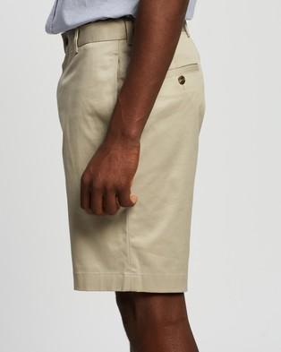 BROOKS BROTHERS - Lightweight Advantage Plain Front Shorts (Khaki)