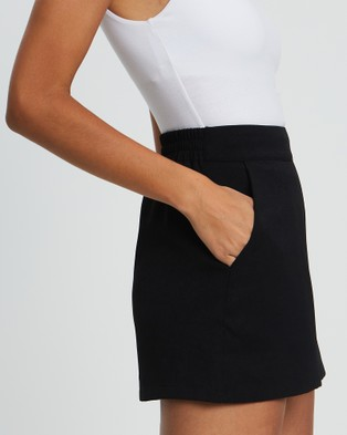 Reux Tye Pull On Shorts - High-Waisted (Black)