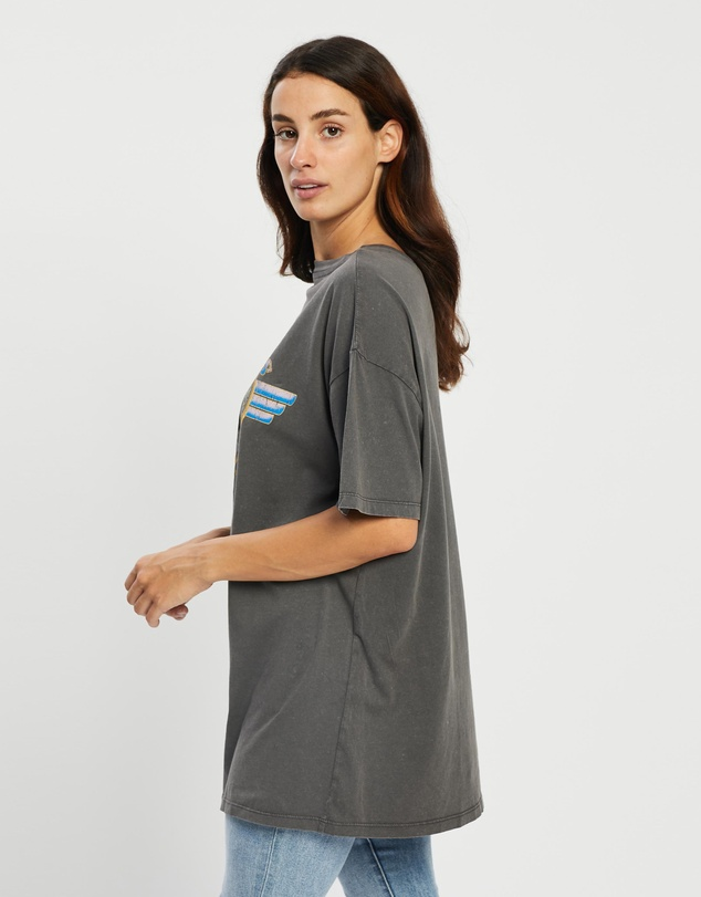 Women The Relaxed Boyfriend Graphic Tee