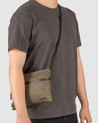 Incase Shoulder Pouch With Flight Nylon - Bags (Green)