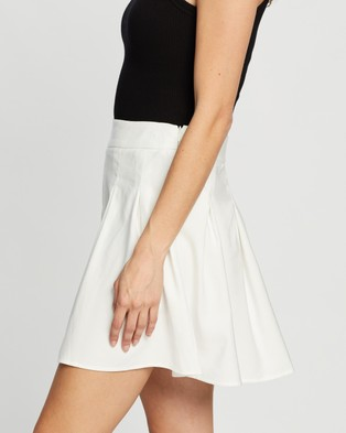 Dazie Draw The Line Pleated Mini Skirt - Pleated skirts (White)
