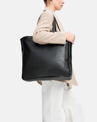 BEE The Bootle Black Large Tote - Handbags (Black)