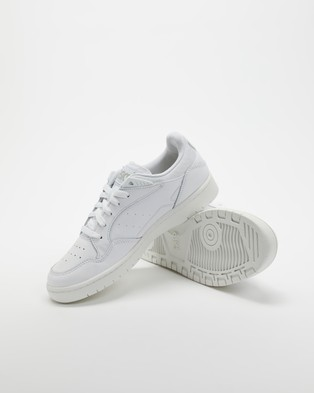 ASICS Skycourt   Women's - Lifestyle Sneakers (White & Oyster Grey)