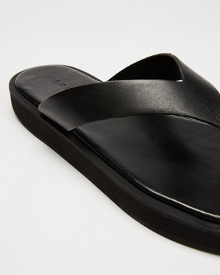 AERE Midform Leather Thong Sandals - All thongs (Black Leather)