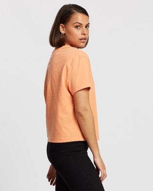 Tommy Jeans Tommy Badge Tee - T-Shirts & Singlets (Melon Orange)
