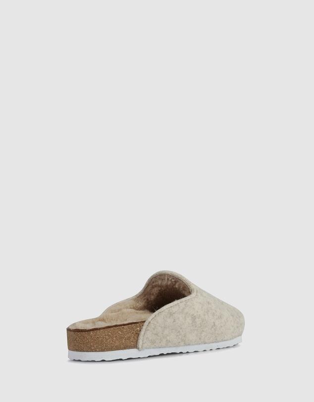 Women Favor Sandals