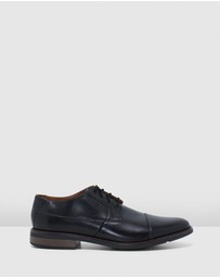 Clarks - Becken Cap Shoes