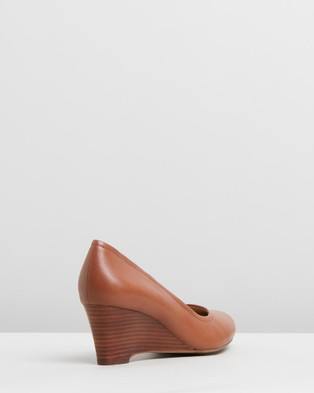 Naturalizer Hydie - Wedges (Saddle Tan)