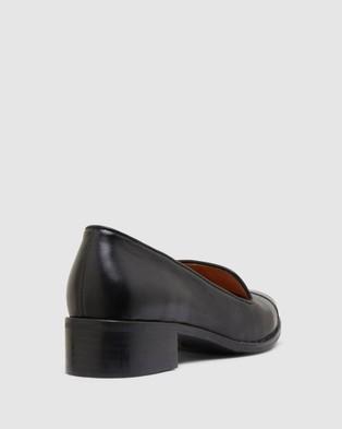 Sandler Sable - Flats (BLACK)