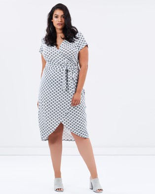 Atmos & Here Curvy – Cindy Jersey Wrap Dress – Dresses (White Tile)