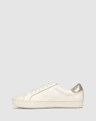 Airflex Roost Star Sneakers - Lifestyle Sneakers (White)
