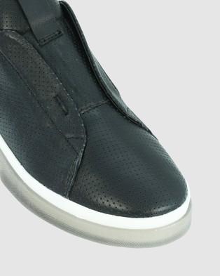 Eos - Grapple Sneakers (Black)