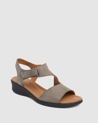 Wide Steps Patty - Heels (Grey )