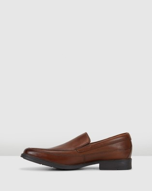 Clarks Tilden Free - Dress Shoes (Dark Tan Leather)
