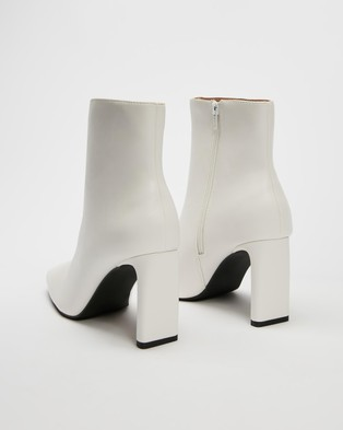 Dazie - Stormi Ankle Boots (White Smooth)