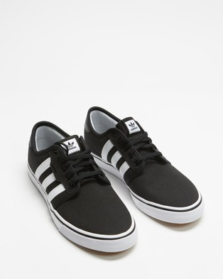 adidas Originals - Seeley Unisex Lifestyle Sneakers (Core Black, Footwear White & Gum)