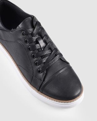 JM Quentin - Low Top Sneakers (Black)