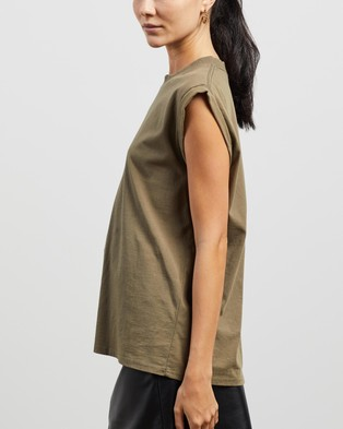 ENA PELLY - Core Muscle Tank T-Shirts & Singlets (Olive)