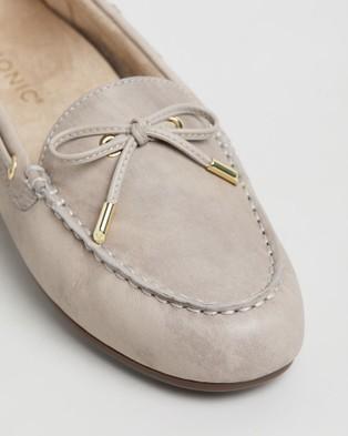 Vionic Virginia Leather Moccasins - Flats (Nude)