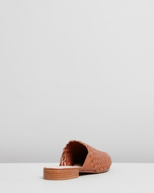 IRIS Footwear Mila - Sandals (Tan)