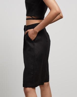 AERE - Linen Bermuda Shorts - High-Waisted (Black) Linen Bermuda Shorts