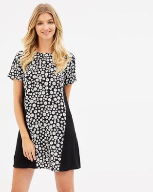 Atmos & Here – Masey Shift Dress – Printed Dresses Black Base Daisy