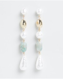 Liars & Lovers - Asymmetric Pearl Drop Earrings