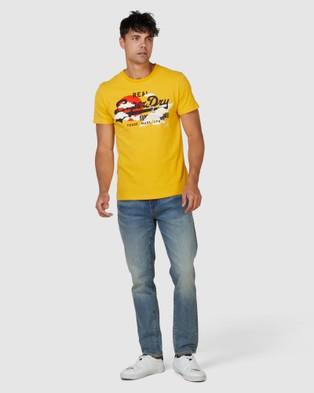 Superdry Vintage Logo Rising Sun Tee - T-Shirts (Golden Rod)