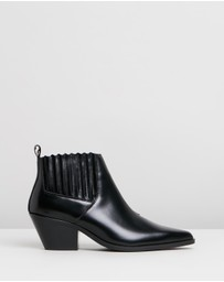 Atmos&Here - Ordeal Leather Ankle Boots