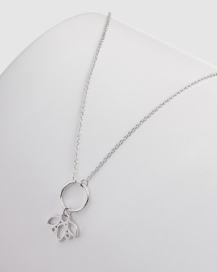 Pastiche Posy Necklace - Jewellery (Silver)