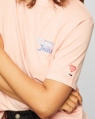 Tommy Jeans Summer Repeat Back Tee - T-Shirts & Singlets (Sweet Peach)