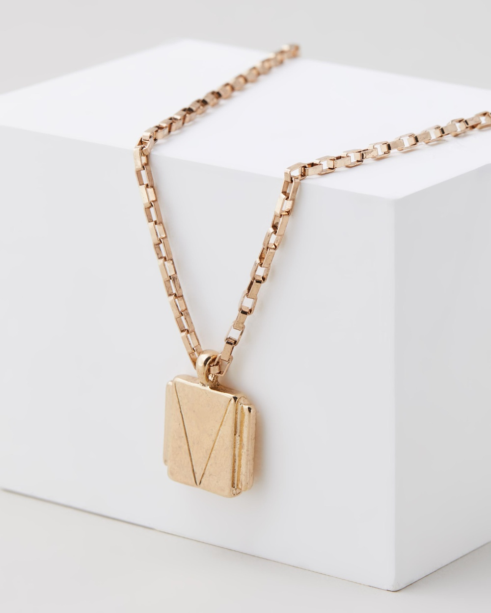 Icon Brand Deco Nuance Rectangle Cast Necklace Jewellery Gold