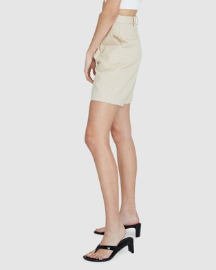 Alice In The Eve Tailored Bermuda Shorts - Shorts (BEIGE)