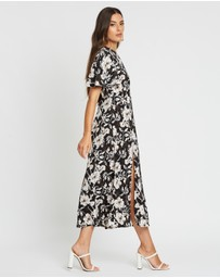 Boohoo - Large Floral Flutter Sleeve Midaxi Dress