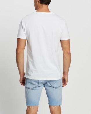 Tommy Hilfiger - Short Sleeve Logo Tee - T-Shirts & Singlets (Classic White) Short Sleeve Logo Tee