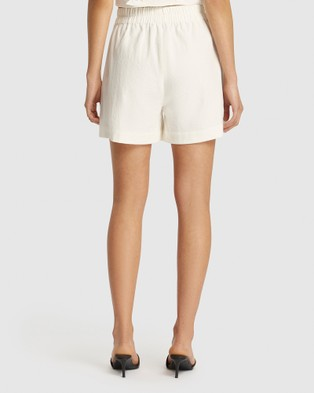 FRIEND of AUDREY Niccola Linen Shorts - High-Waisted (White)