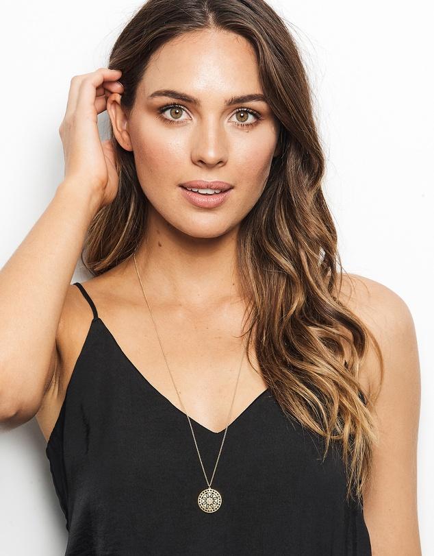 Women Tahiti Necklace