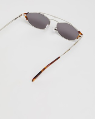 Amber Sceats Capri Glasses - Sunglasses (Silver)