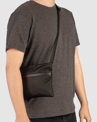 Incase Shoulder Pouch With Flight Nylon - Bags (Black)