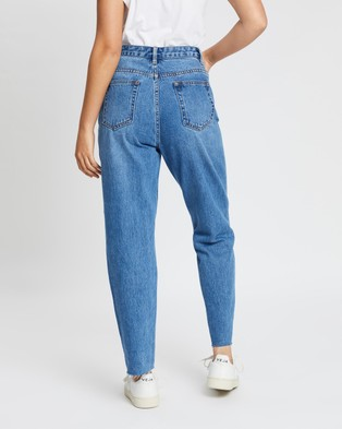 Atmos&Here Tokyo Fray Edge Mom Jeans - Mom Jeans (Mid Blue)