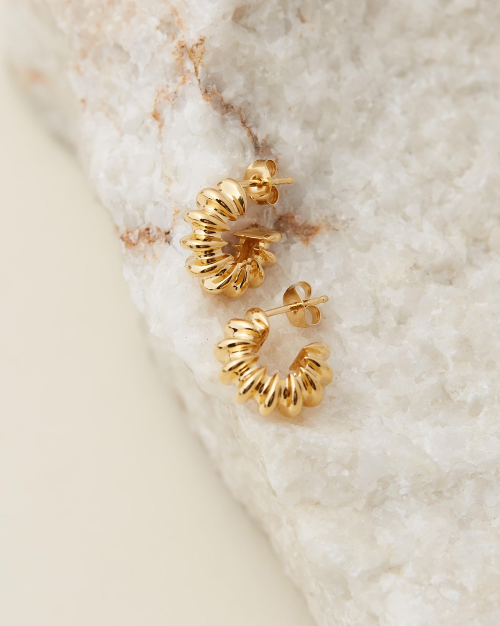 Missoma Small Ridged Claw Hoops Jewellery Gold