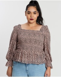 Atmos&Here Curvy - ICONIC EXCLUSIVE - Adriana Shirred Top